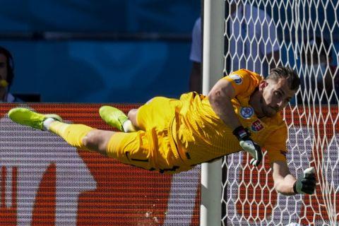 Ο Μάρτιν Ντουμπράβκα στην αναμέτρηση της Σλοβακίας με την Ισπανία για το Euro 2020.