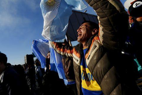 Οι οπαδοί της Αργεντινής αποθεώνουν την αποστολή της εθνικής Αργεντινής κατά την επιστροφή της στο Μπουένος Άιρες μετά την κατάκτηση του Copa America 2021 απέναντι στην Βραζιλία