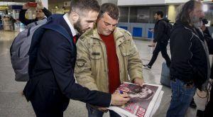 Ολυμπιακός: Ο Φορτούνης υπογράφει αυτόγραφο