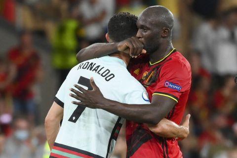 Ο Λουκακού παρηγορεί τον Ρονάλντο μετά την πρόκριση του Βελγίου επί της Πορτογαλίας | 27 Ιουνίου 2021