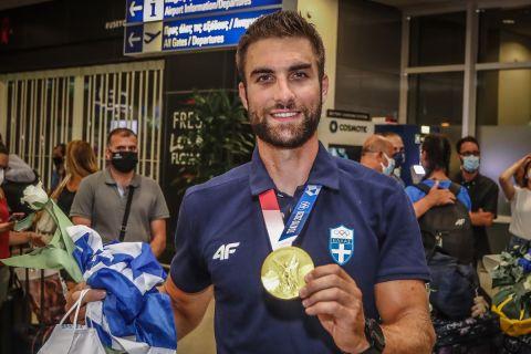 Η άφιξη του Στέφανου Ντούσκου στην Ελλάδα από τους Ολυμπιακούς Αγώνες του Τόκιο