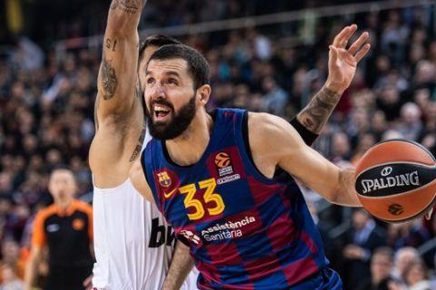 Ο Νίκολα Μίροτιτς εναντίον του Ολυμπιακού σε αγώνα της EuroLeague για το 2019/20