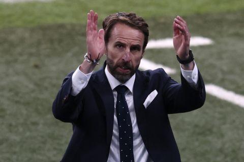 Ο Γκάρεθ Σάουθγκεϊτ κατά τη διάρκεια του αγώνα με τη Δανία στο Euro 2020