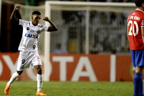 Rodrygo of Brazil's Santos, left, celebrates after scoring against Uruguay's Nacional, during a Copa Libertadores soccer match in Sao Paulo, Brazil, Thursday, March 15, 2018. (AP Photo/Andre Penner)