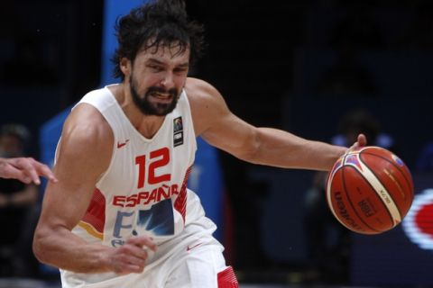 Spain's Sergio Llull controls the ball during their semifinal basketball match at the EuroBasket European Basketball Championships, between France and Spain, on Thursday, Sept. 17, 2015 in Lille, northern France. (AP Photo/Michel Spingler)