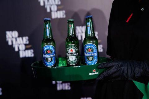 H Heineken συνεργάζεται με τον Daniel Craig με αφορμή τη νέα ταινία «No Time To Die»