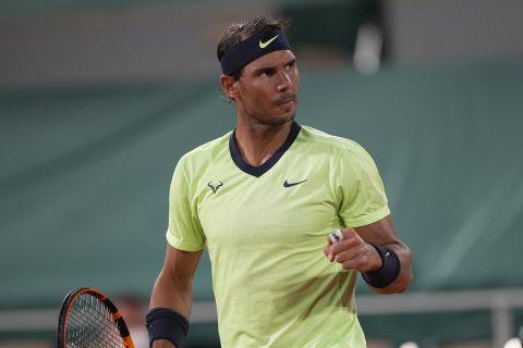 Ο Ναδάλ πανηγυρίζει πόντο κόντρα στον Γκασκέ στο Roland Garros στις 3 Ιουνίου του 2021.