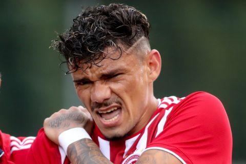 Ο Τικίνιο αποχωρεί τραυματίας απ' την αναμέτρηση του Ολυμπιακού με την ΤΣΣΚΑ Σόφιας