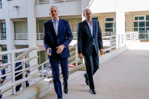 Οι Γιώργος και Παναγιώτης Αγγελόπουλος στα γραφεία της ΕΟΚ