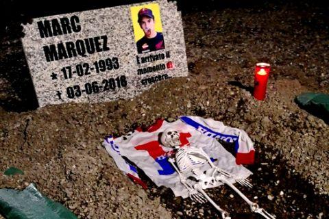 """Μακάβριο: Έκαναν την """"κηδεία"""" του Márquez στο Μουτζέλο!"""