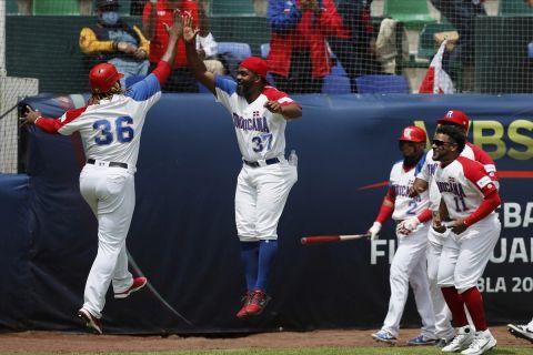 Οι παίκτες της Δομινικανής Δημοκρατίας πανηγυρίζουν