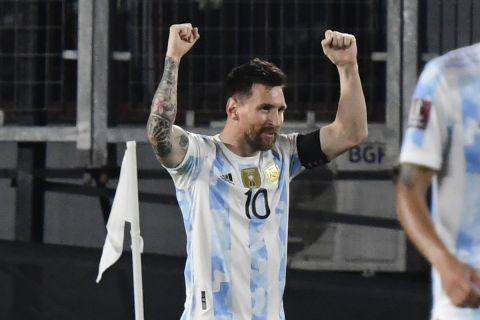 Ο Λιονέλ Μέσι πανηγυρίζει το γκολ κόντρα στην Ουρουγουάη