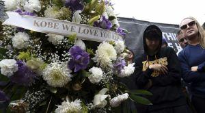 Κόμπι Μπράιαντ: LIVE η συγκέντρωση έξω από το Staples Center