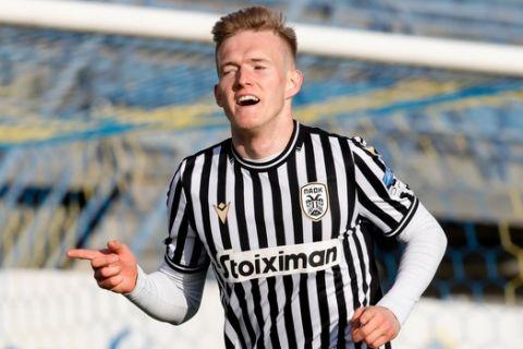 Ο Σβιντέρσκι πανηγυρίζει γκολ του στο Αστέρας - ΠΑΟΚ για τα playoffs της Super League Interwetten.