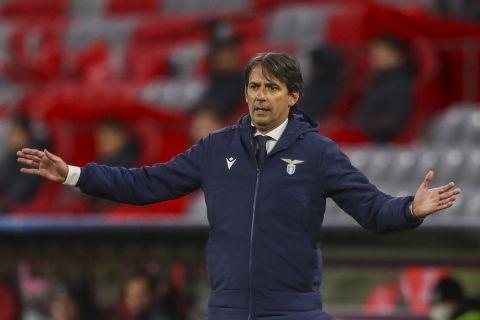 """O Σιμόνε Ιντζάγκι δίνει οδηγίες στους παίκτες της Λάτσιο σε αγώνα κόντρα στην Μπάγερν για τους """"16"""" του Champions League (17 Μαρτίου 2021)"""