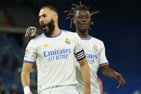 Ο Μπενζεμά πανηγυρίζει το γκολ που σημείωσε κόντρα στη Μαγιόρκα