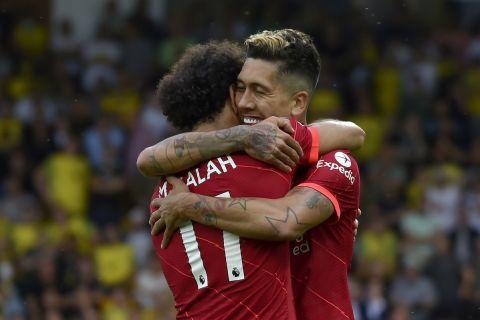 Η αγκαλιά του Φιρμίνο στον Σαλάχ μετά την ασίστ του δεύτερου για το 2ο γκολ της Λίβερπουλ