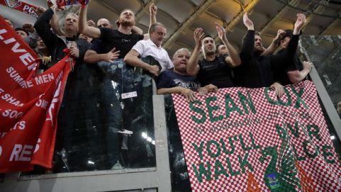 Οι παίκτες της Λίβερπουλ φωτογραφήθηκαν με το πανό για τον Σον Κοξ