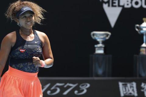 Η Ναόμι Οσάκα πανηγυρίζει την πρόκρισή της στα ημιτελικά του Australian Open 2021
