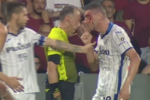 Ο Ντεμιράλ τα βάζει με τον διαιτητή μετά το χτύπημα που δέχθηκε από τον Τζούριτς στο Αταλάντα - Σαλερνιτάνα