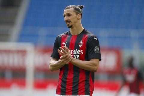 Ο Ζλάταν Ιμπραχίμοβιτς στην αναμέτρηση της Μίλαν με τη Λάτσιο στη Serie A