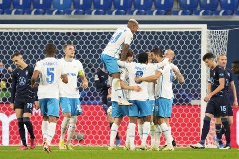 """Οι παίκτες της Ζενίτ πανηγυρίζουν γκολ που σημείωσαν κόντρα στη Μάλμε για τη φάση των ομίλων του Champions League 2021-2022 στην """"Γκάζπρομ Αρένα"""", Αγία Πετρούπολη   Τετάρτη 29 Σεπτεμβρίου 2021"""
