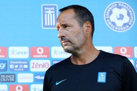 Ο Φαν Σιπ στην πρώτη προπόνηση της Εθνικής Ελλάδας στις 30 Αυγούστου