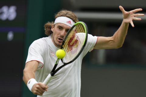 Ο Στέφανος Τσιτσιπάς στην αναμέτρηση κόντρα στον Τιάφο στο Wimbledon.