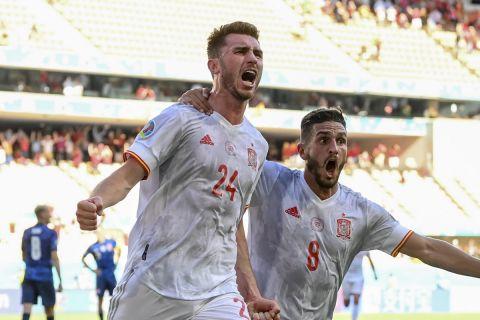 """Ο Εμερίκ Λαπόρτ της Ισπανίας πανηγυρίζει γκολ που σημείωσε κόντρα στη Σλοβακία για τη φάση των ομίλων του Euro 2020 στο """"Καρτούχα"""", Σεβίλλη   Τετάρτη 23 Ιουνίου 2021"""