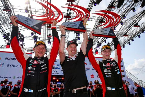 Ο Χάρι Ροβάνπερα (δεξιά) πανηγυρίζει τη νίκη του στο Ράλι Εσθονίας 2021 για το 2021 FIA World Rally Championship   Κυριακή 18 Ιουλίου 2021