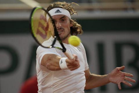 Ο Στέφανος Τσιτσιπάς κατά τη διάρκεια αγώνα του στο Roland Garros