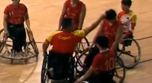 Κινέζος προπονητής έριξε μπουνιά σε αθλήτριά του!