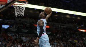 NBA: Ο ανεμόμυλος του Αντεμπάγιο στην κορυφή του Top-10