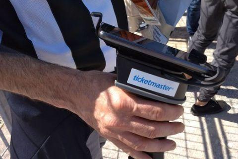 Το μηχάνημα για τον ηλεκτρονικό έλεγχο των εισιτηρίων