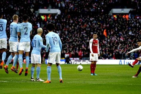 Arsenal's Aaron Ramsey, right takes free kick at goal during the English League Cup Final between Arsenal and Manchester City at Wembley stadium in London, Sunday, Feb. 25, 2018.(AP Photo/Tim Ireland)