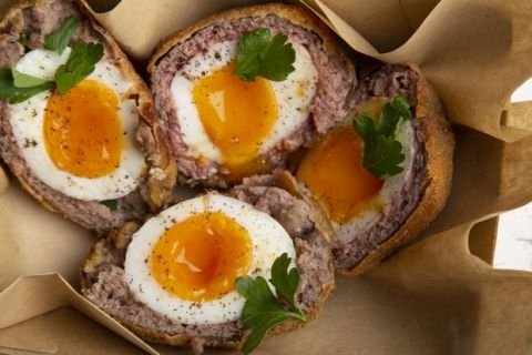 Τα σκωτσέζικα αυγά της Αγγλίας φέρνουν τη γεύση σπίτι σου