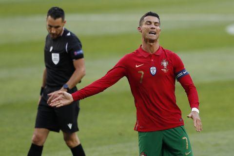 Ο Κριστιάνο Ρονάλντο με τη φανέλα της Πορτογαλίας