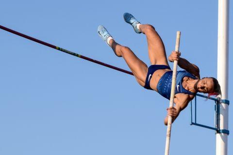 Η Νικόλ Κυριακοπούλου σε προσπάθειά της στο επί κοντώ