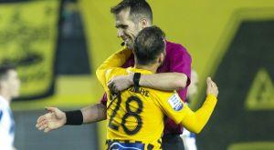Φετφατζίδης – διαιτητής Λάμπρου: Η εξήγηση μιας διαφορετικής αγκαλιάς