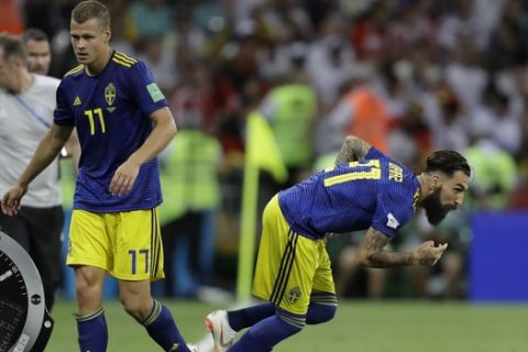 CORRECTS ID - Sweden's Viktor Claesson is substituted by Jimmy Durmaz during the group F match between Germany and Sweden at the 2018 soccer World Cup in the Fisht Stadium in Sochi, Russia, Saturday, June 23, 2018. (AP Photo/Michael Probst)