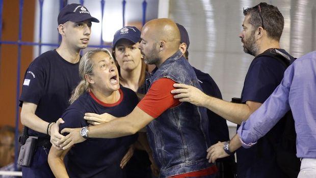 Επίπληξη σε Καμμένου, δύο αγωνιστικές κεκλεισμένων σε Ολυμπιακό
