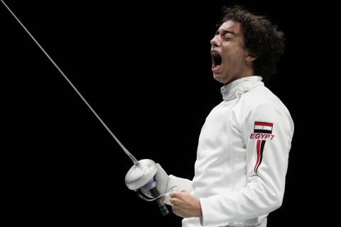 Ο Μοχάμεντ Ελσαγιέντ πανηγυρίζει τη νίκη του στη φάση των 16 του ξίφους μονομαχίας στους Ολυμπιακούς Αγώνες