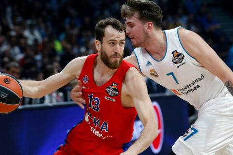 CSKA Moscow's Sergio Rodriguez, left, drives to the basket as Real Madrid's Luka Doncic tries to block him during their Final Four Euroleague semifinal basketball match in Belgrade, Serbia, Friday, May 18, 2018. (AP Photo/Darko Vojinovic)