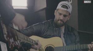 Λίβερπουλ: Ο Άλισον έπιασε κιθάρα και τραγούδησε σύνθημα των οπαδών