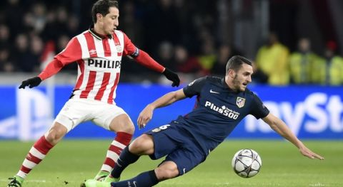 PSV Eindhoven's Mexican midfielder Andres Guardado (L) and Atletico Madrid's midfielder Koke fights for the ball during the UEFA Champions League round of 16 first leg football match between PSV Eindhoven and Atletico Madrid at the Philips Stadium in Eindhoven on February 24, 2016.  AFP PHOTO / JOHN THYS / AFP / JOHN THYS        (Photo credit should read JOHN THYS/AFP/Getty Images)