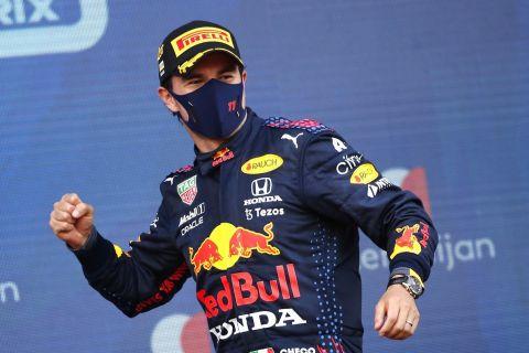 Ο Σέρχιο Πέρεζ πανηγυρίζει τη πρώτη του νίκη ως οδηγός της Red Bull στο Μπακού /6 Ιουνίου 2021