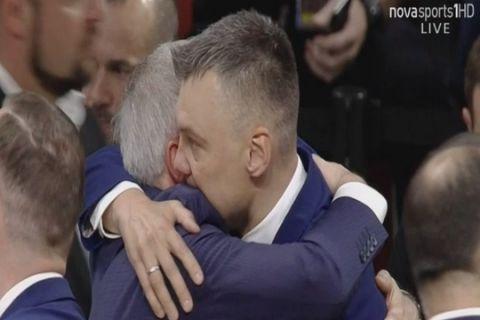 """VIDEO: Η αγκαλιά και το φιλί του """"Σάρας"""" στον """"Ζοτς """""""
