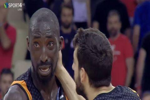Συγκλονιστικές εικόνες στο ΣΕΦ: Έκλαιγαν οι παίκτες του Προμηθέα Πάτρας!