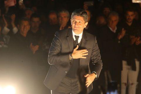 Ο Ραζβάν Λουτσέσκου στην απονομή του ΠΑΟΚ για την κατάκτηση του Κυπέλλου Ελλάδας