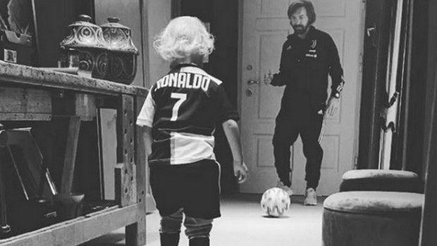 Ο γιος του Πίρλο κλέβει την παράσταση με τη φανέλα του Ρονάλντο